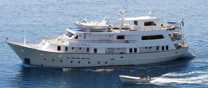 Luxury cruiser La Perla 2a