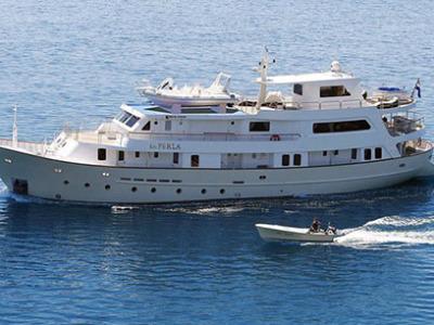 Luxury cruiser La Perla 2b