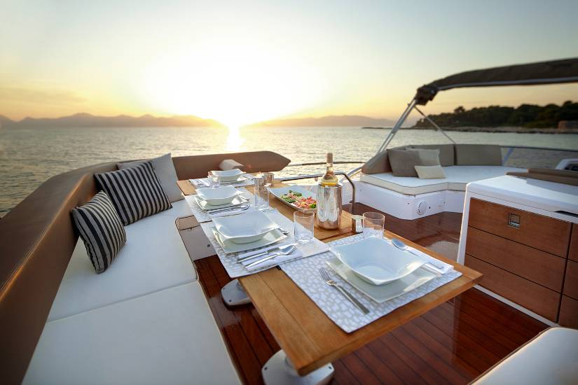 Sessa fly 47 luxury yacht charter croatia greece globe for Motor yacht charter croatia